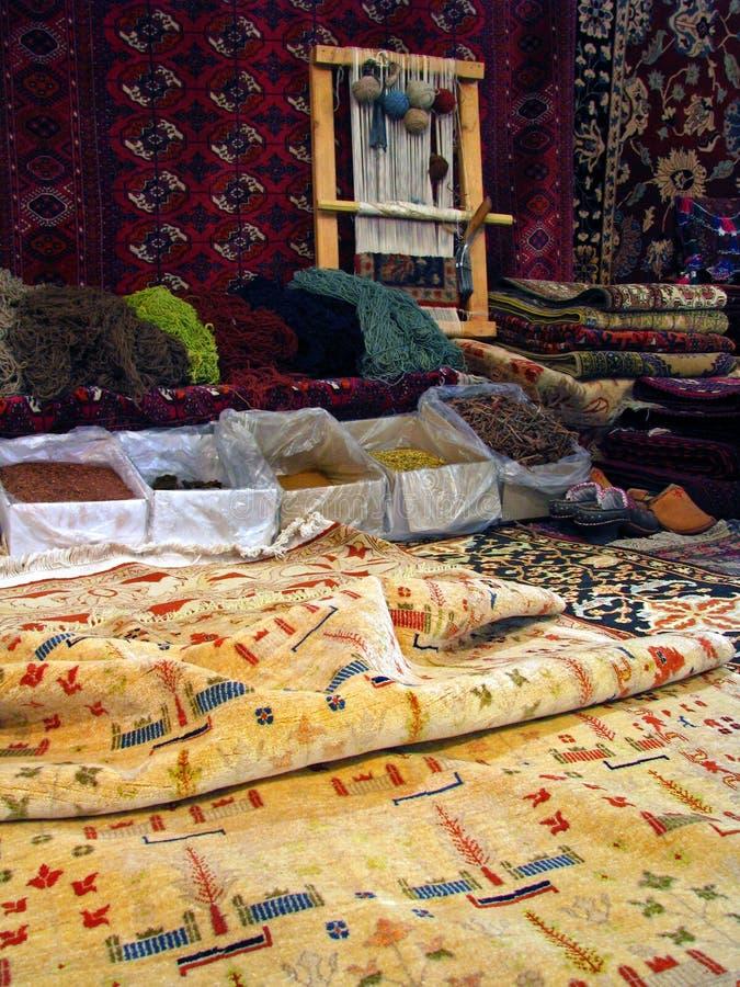 Orientalische Bukhara-Wolldecken - traditionelle Herstellung von lizenzfreie stockfotografie