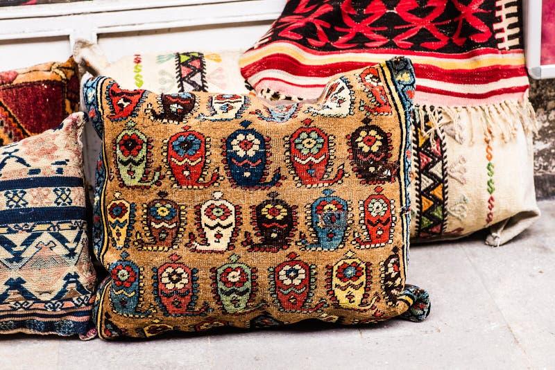 Orientalische Kissen orientalische kissen stockbild bild marrakesch mittlere 56975317
