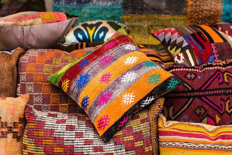 Orientalische kissen stockfoto bild von luxus arabien for Orientalische kissen gunstig