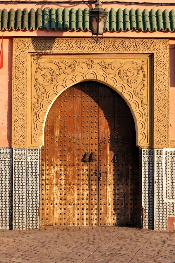 Orientalische Tür in Marrakesch lizenzfreies stockbild