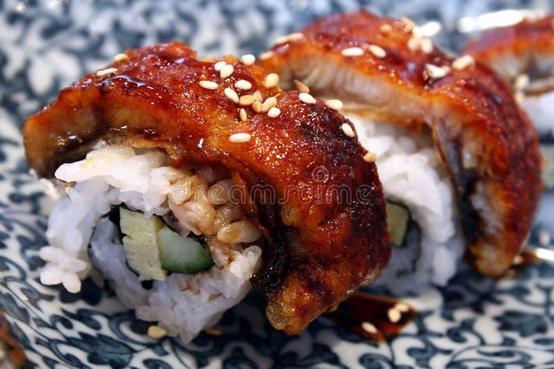 Orientalische Zartheit - Sushi-Rolle lizenzfreie stockbilder