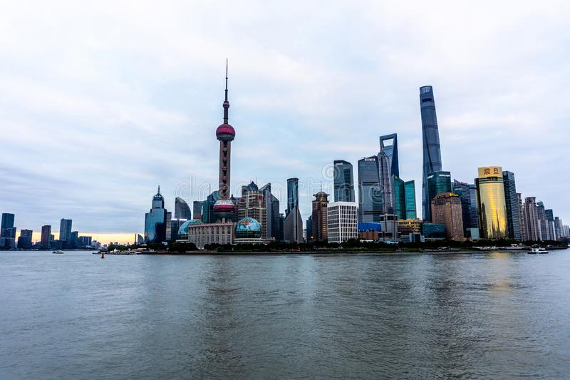 Orientalischer Perlen-Turm 2 Shanghais lizenzfreies stockfoto