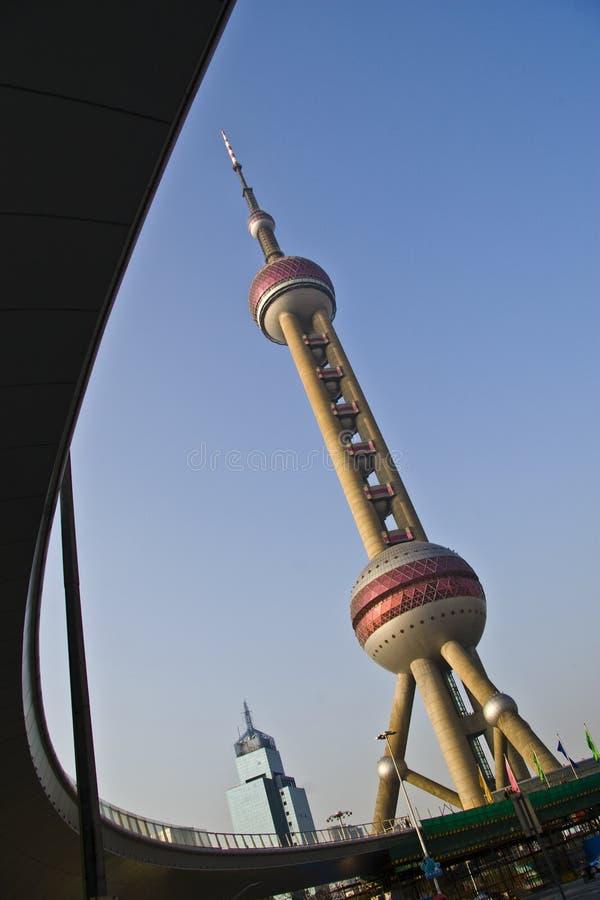 orientalischer Perlenkontrollturm in Shanghai stockfotos