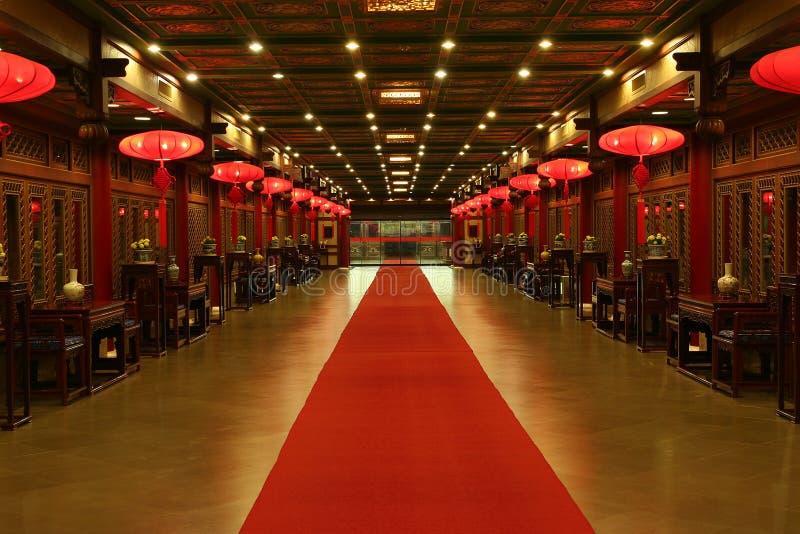 Orientalischer roter Teppich stockfotos