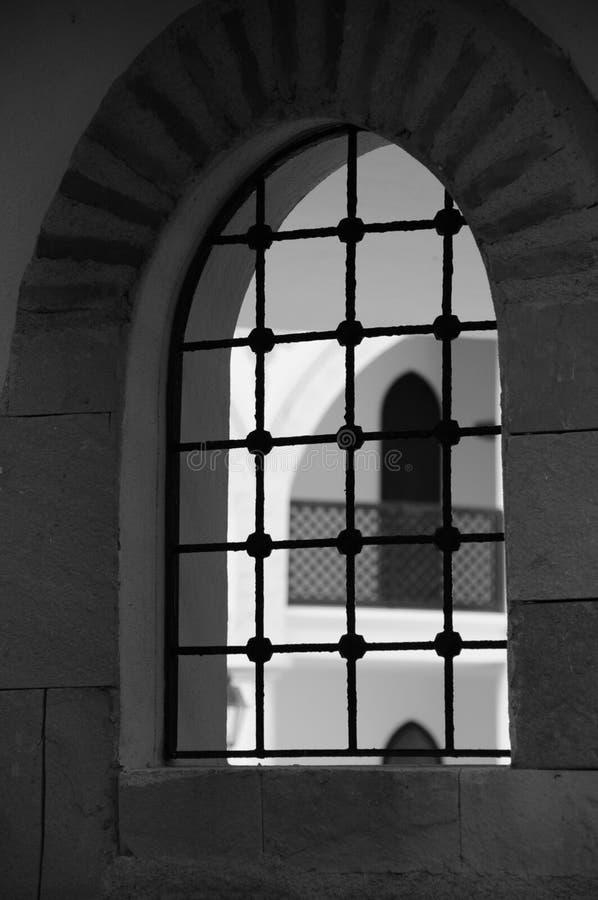 Orientalisches Artgebäudefenster in Schwarzweiss stockfoto