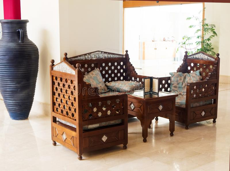 Orientalisches Sofa und Lehnsessel mit Kissen Bequemer Sitzbereich stockbilder