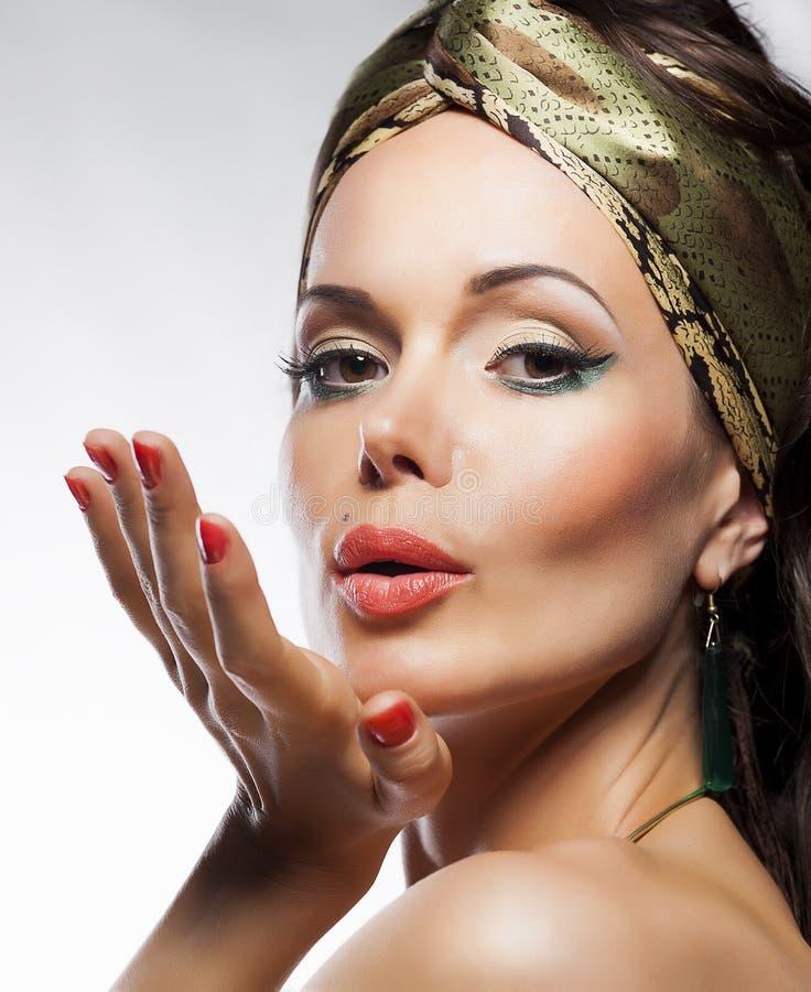 Orientalisk stil. Härlig ladymagiframsida. Glamour arkivfoton