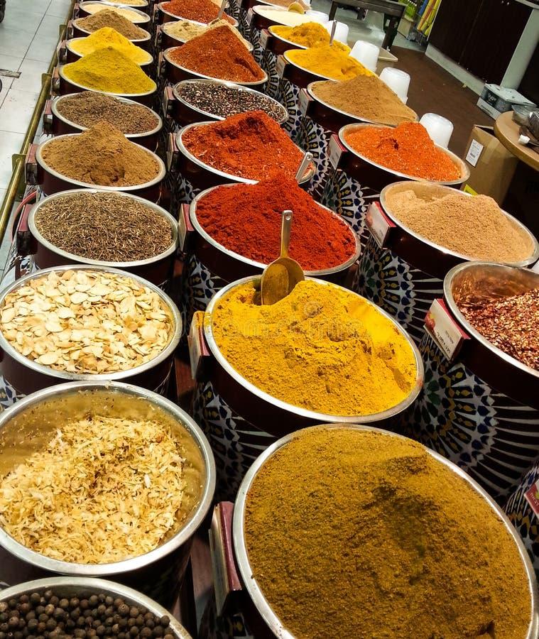 Orientaliska örter och kryddor arkivbild