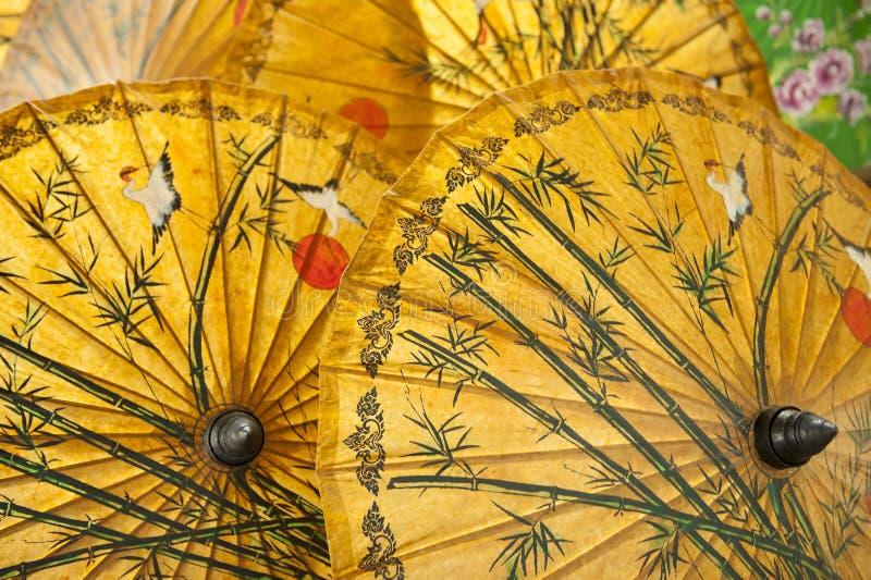 Orientaliska paraplyer arkivbild