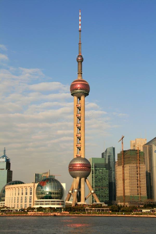 orientaliskt pärlemorfärg shanghai torn royaltyfria foton