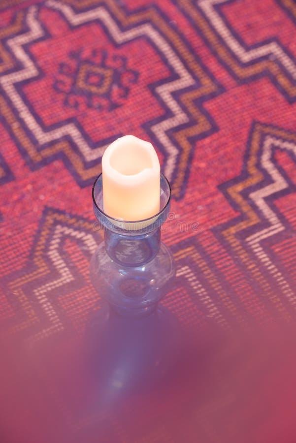 Orientalnego dywanika Dywanowy pers z świeczką zdjęcia royalty free