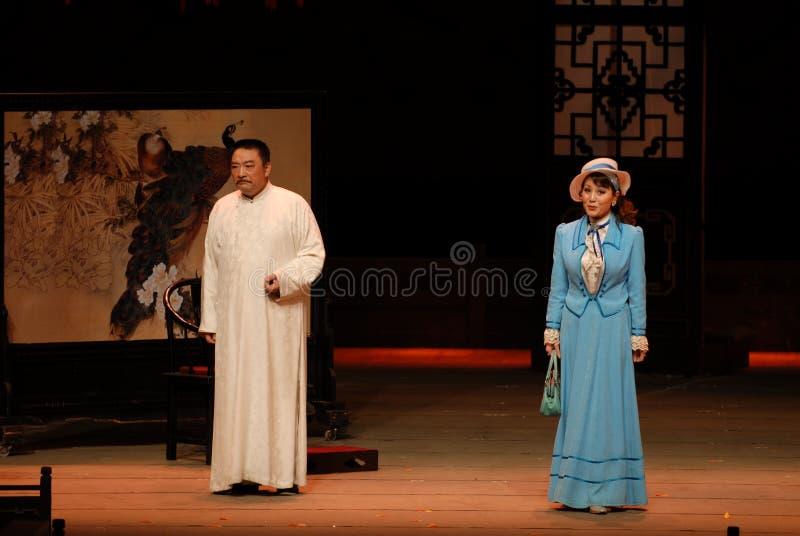 Orientalny dżentelmen i amerykanin dama - dramat jesień zdjęcia stock