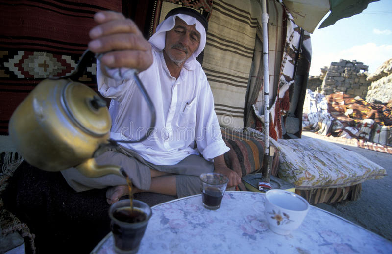 Download ORIENTE MEDIO SIRIA BOSRA ARRUINA TÉ DE LA GENTE Foto editorial - Imagen de ruina, siria: 64202896