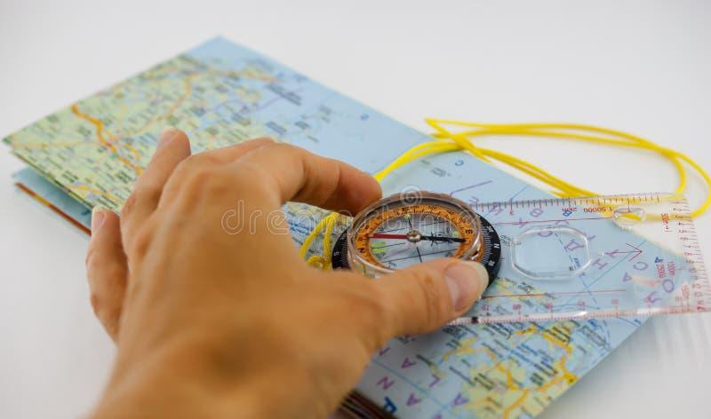 Orienteering指南针和地图用手 免版税库存图片