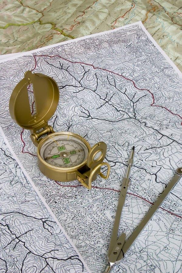 Orienteering: kompas op kaarten royalty-vrije stock foto