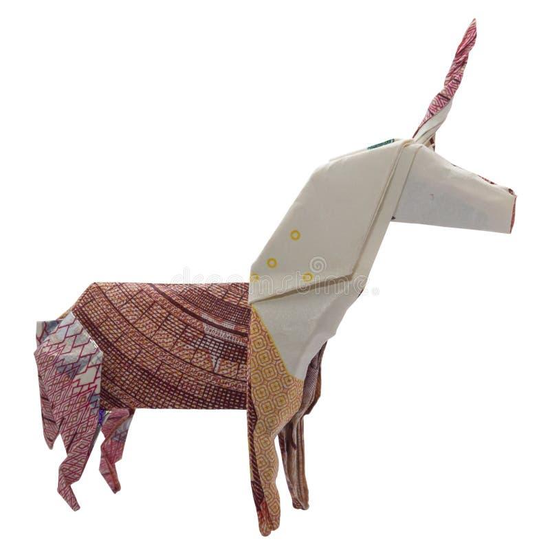 Origâmi UNICORN Mystic Animal Folded vermelho do dinheiro com fundo branco da nota real do Euro 10 imagem de stock