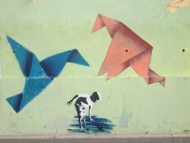 Origami起重机街道画提华纳,墨西哥 免版税库存图片