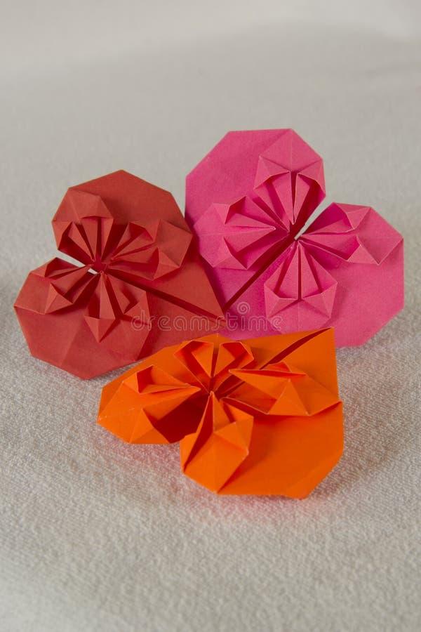 Origami - τρεις καρδιές από το έγγραφο - 2 στοκ φωτογραφίες με δικαίωμα ελεύθερης χρήσης