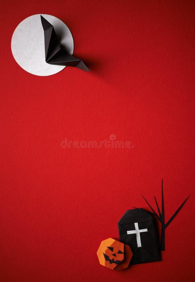 Origami символов хеллоуина на красной предпосылке стоковые изображения rf