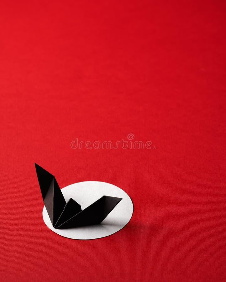 Origami символов хеллоуина на красной предпосылке стоковые изображения