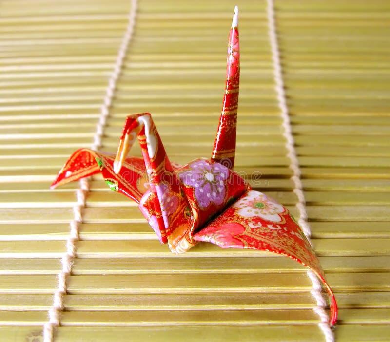 Origami em um assoalho de bambu fotografia de stock royalty free