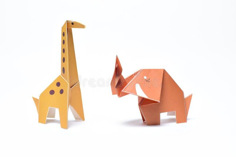 Origami Gele Giraf en Rode Olifant stock foto's