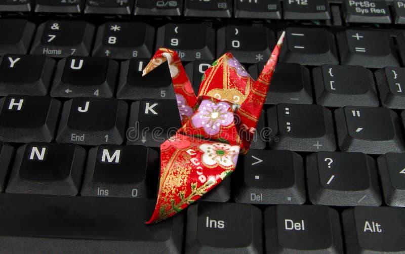 Origami op een laptop toetsenbord royalty-vrije stock foto