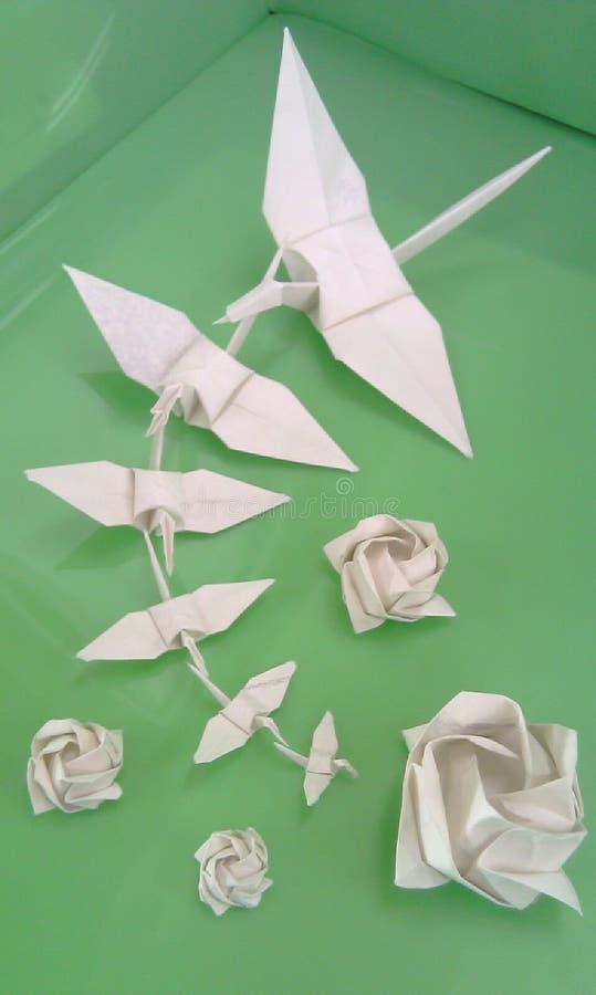 Origami op groen royalty-vrije stock afbeeldingen