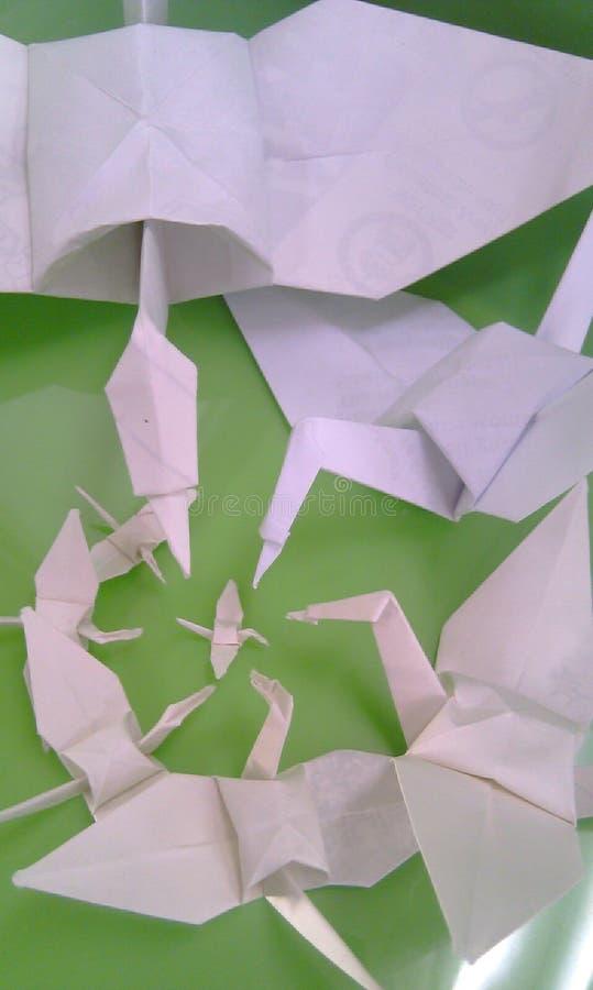 Origami op groen stock foto's