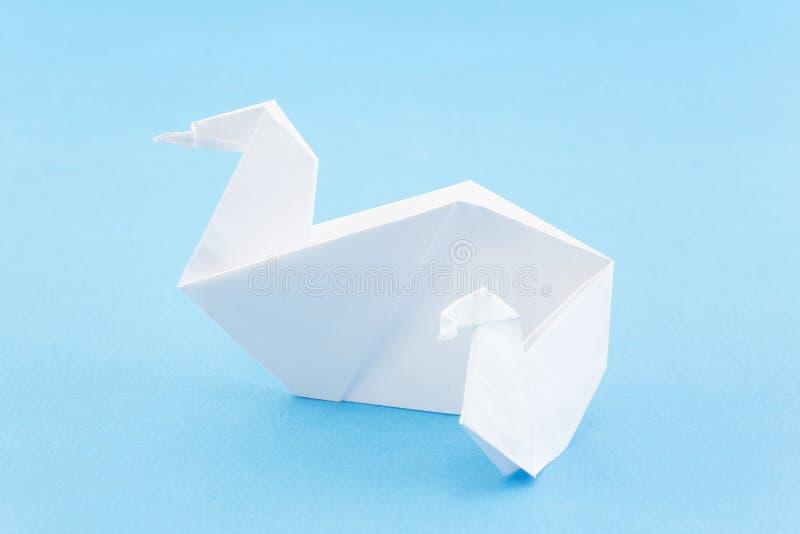 Origami-Schwäne, Mutter-Schwan und Cygnet lizenzfreie stockfotos