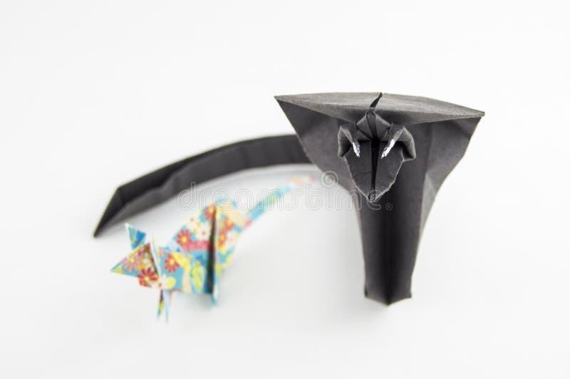 Origami serpente e topo su fondo bianco fotografia stock libera da diritti