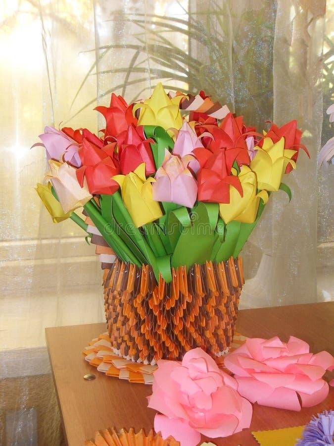 Origami Vaas van bloemen stock afbeelding