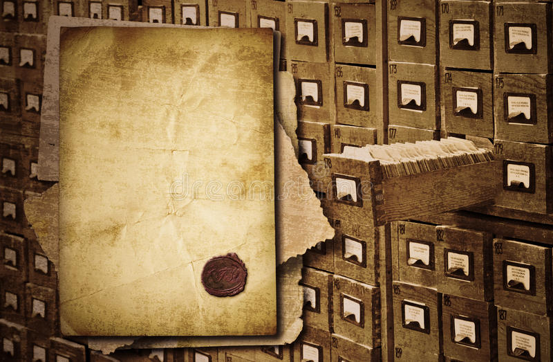 Originais velhos sobre o gabinete do arquivo foto de stock