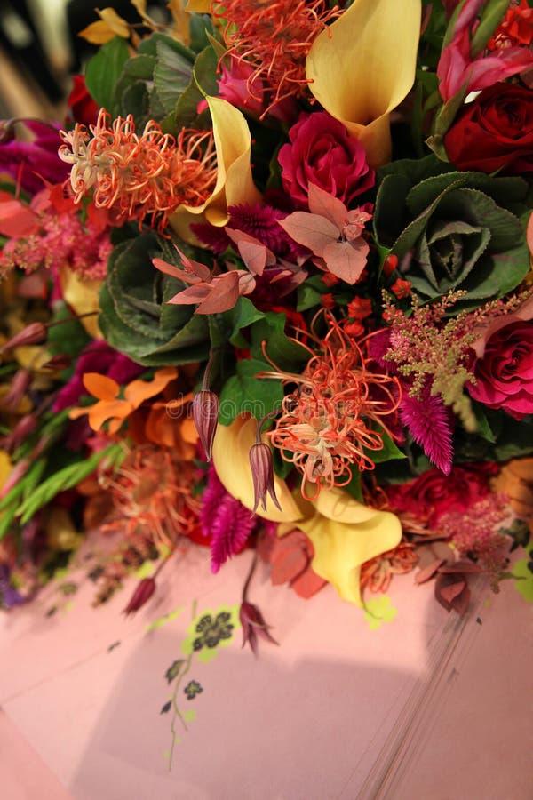 Original- bukett av blommor i höstfärger royaltyfria foton