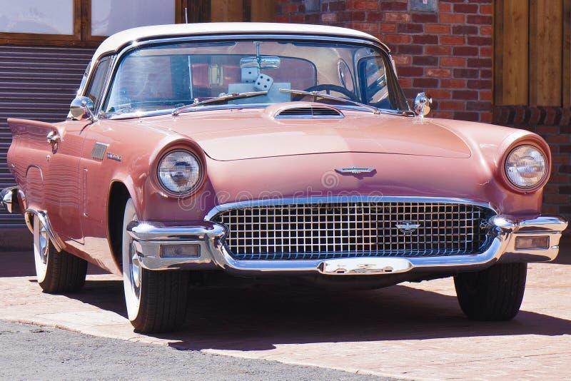 Original- Ford thunderbird i rosa färger royaltyfri foto