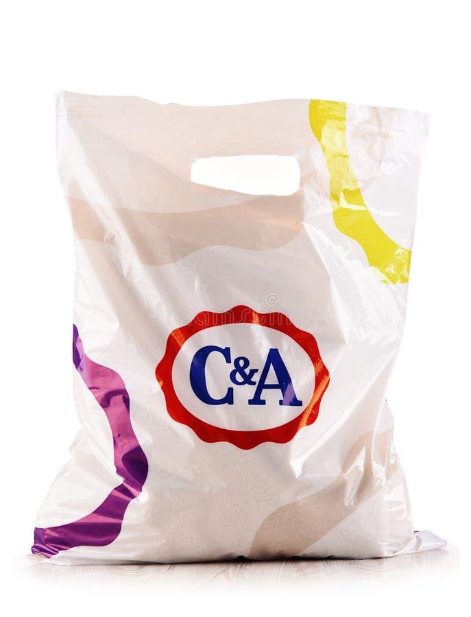 Original- plast- shoppingpåse för C&A som isoleras på vit arkivbild