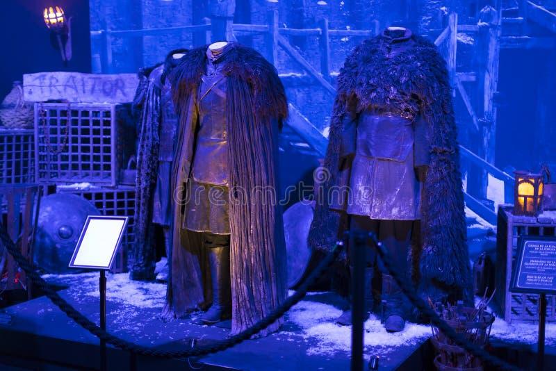 Originele kostuums van actoren en steunen van de film ` The Game van Tronen ` in het gebouw van het Maritieme Museum van Barcelon royalty-vrije stock foto
