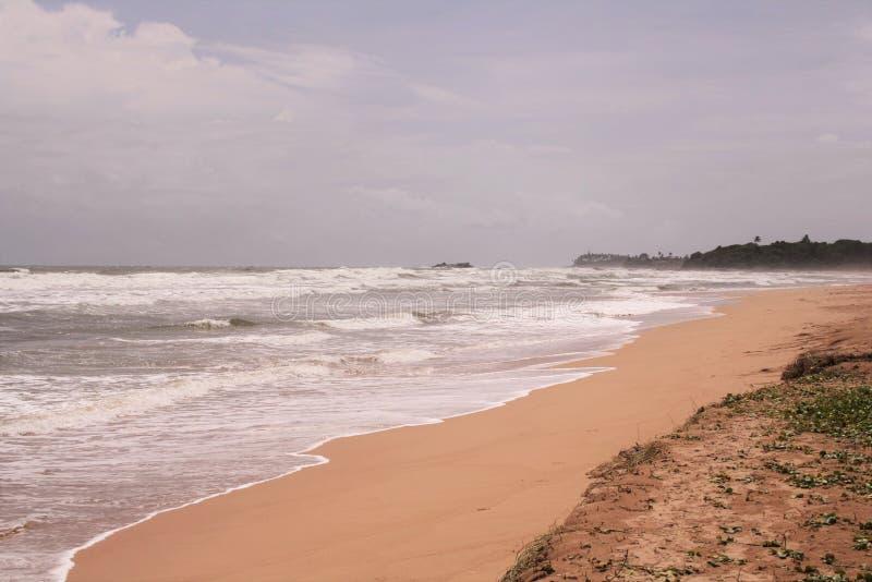 Orilla de mar tranquila y reservada foto de archivo