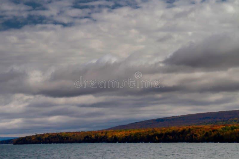 Orilla de octubre el lago Superior imagen de archivo