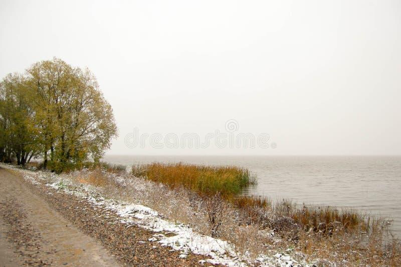 Orilla del invierno del lago Nero en Rostov el grande Rusia imagen de archivo libre de regalías