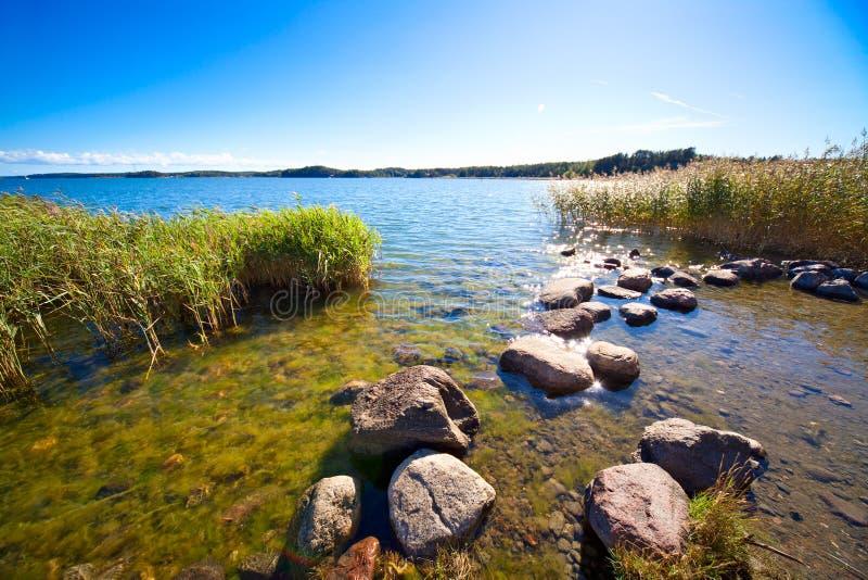 Orilla del lago imagenes de archivo