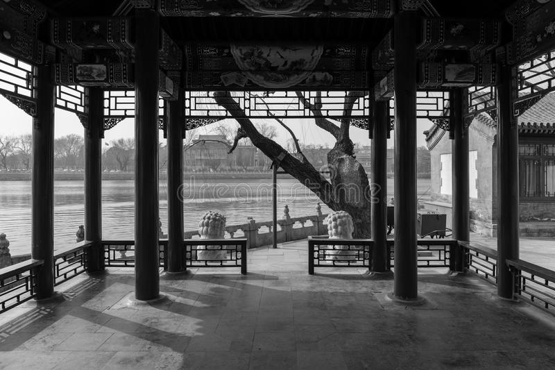 Orilla del lago china Pavillion fotos de archivo