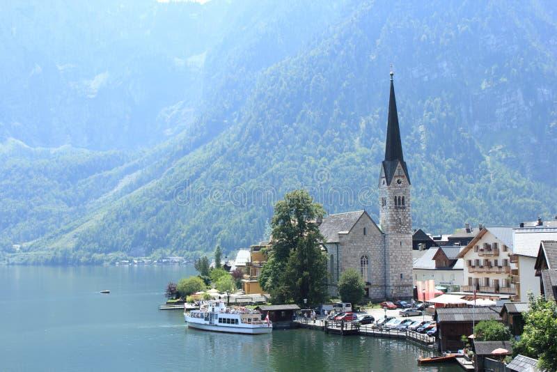 Orilla del lago en Hallstatt fotos de archivo libres de regalías