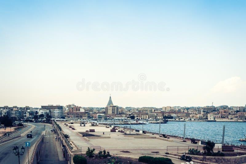 Orilla del mar de la isla de Ortygia Ortigia, vista de Syracuse, Sicilia, Italia fotografía de archivo
