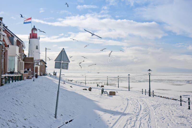 Orilla del mar del pueblo pesquero holandés fotos de archivo libres de regalías