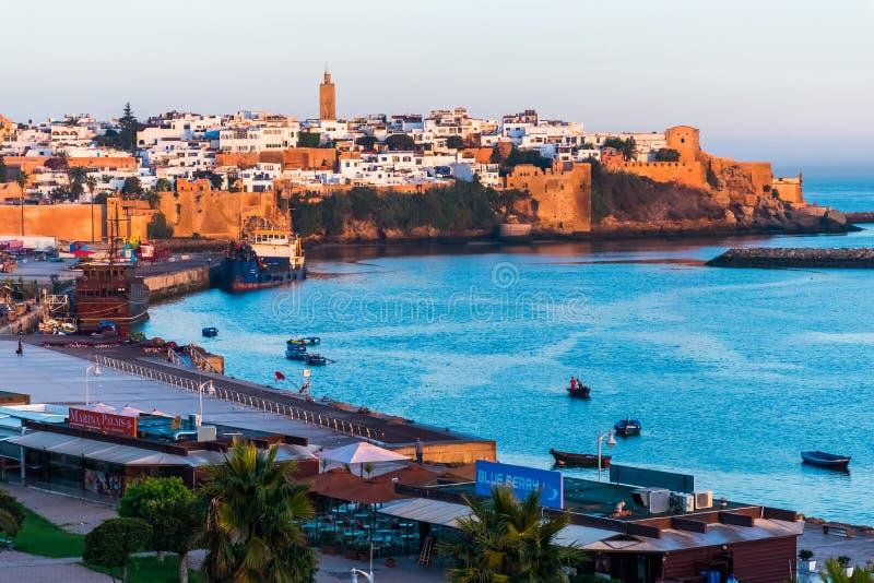 Orilla del mar y Kasbah en Medina de Rabat, Marruecos fotografía de archivo