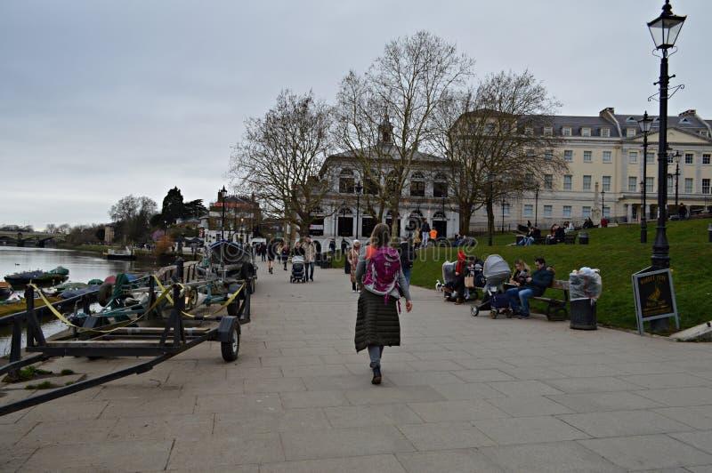 Orilla en Richmond sobre el Támesis Londres Reino Unido foto de archivo libre de regalías