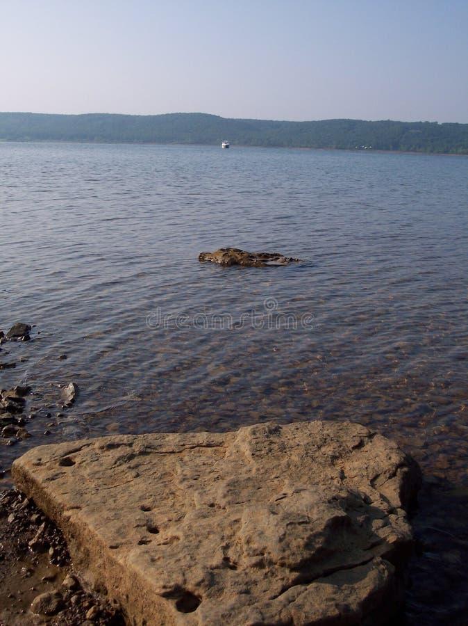 Download Orilla rocosa foto de archivo. Imagen de visión, colinas - 193044
