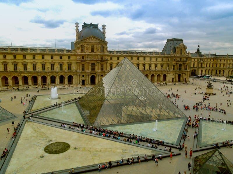 Orizzontale del museo del Louvre di Parigi fotografie stock