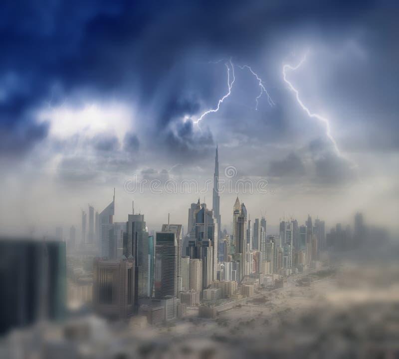 Orizzonte aereo della città dall'elicottero - Dubai, UAE fotografie stock